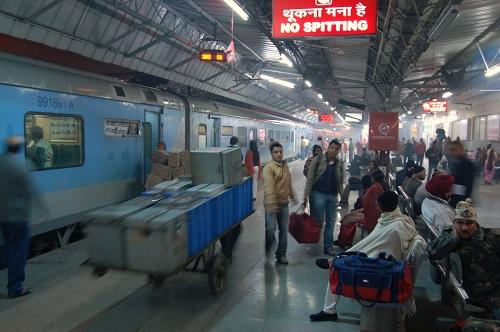 delhi to patna by train